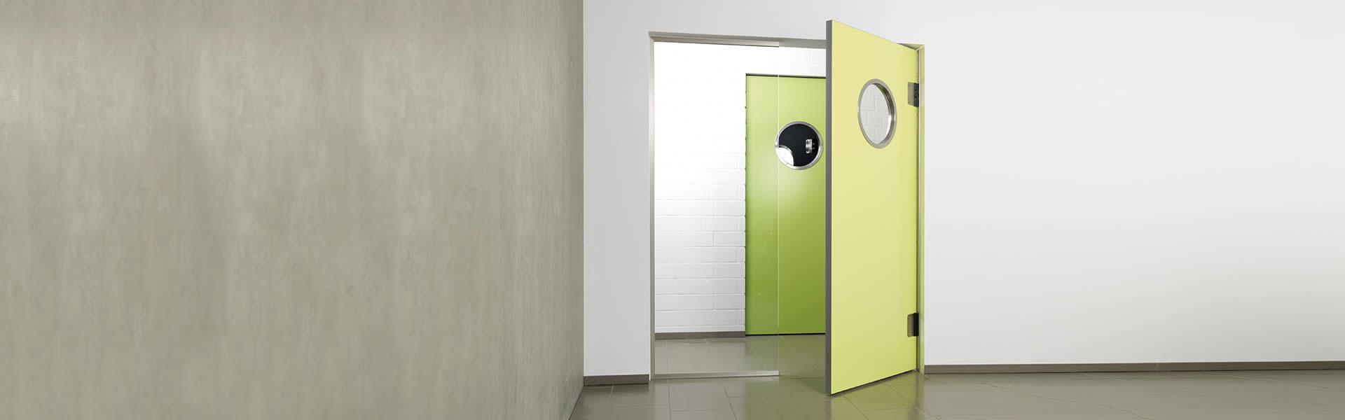 Green swingdoors Grothaus